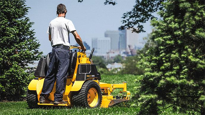 commercial zero-turn mower