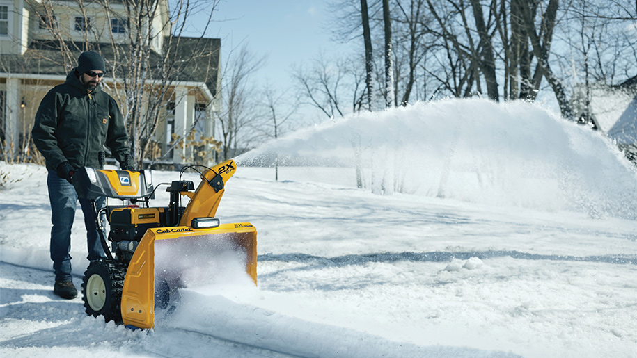 Video: man running sno-blower