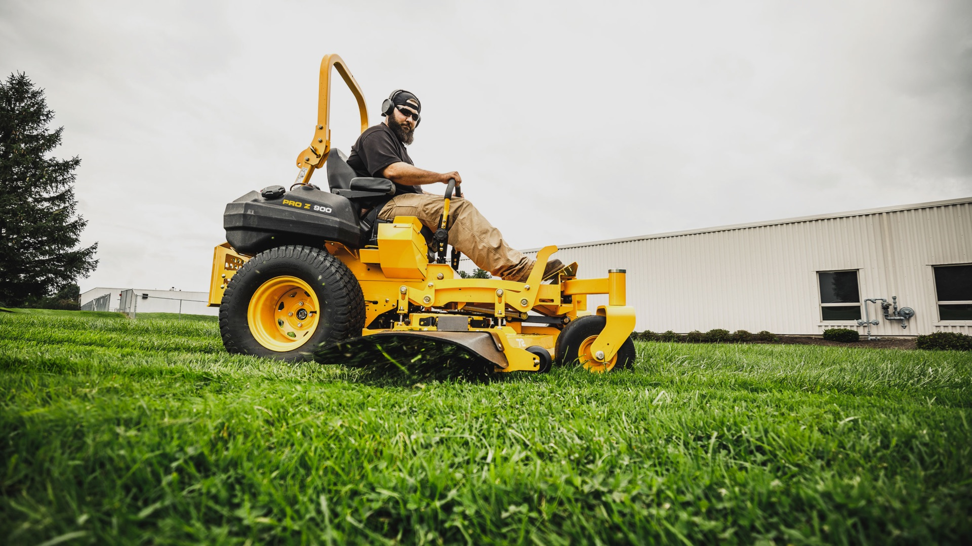 Commercial Zero-Turn Mowers | Cub Cadet US